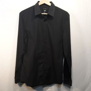 H&M ButtonDown Dress Shirt Easy Iron